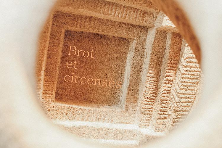 Brot und Spiele Bild 1 von 2