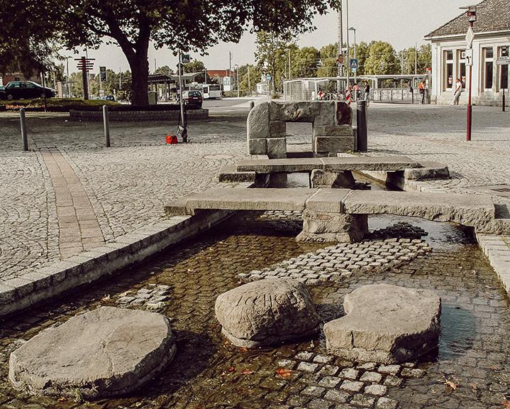 Wasserlauf / Brunnen als städtische Verschönerung in Barsinghausen