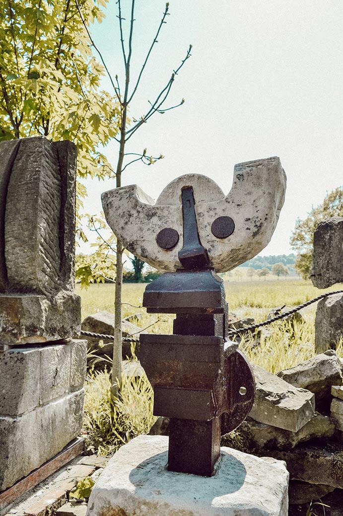 Steele aus Eisen und Stein