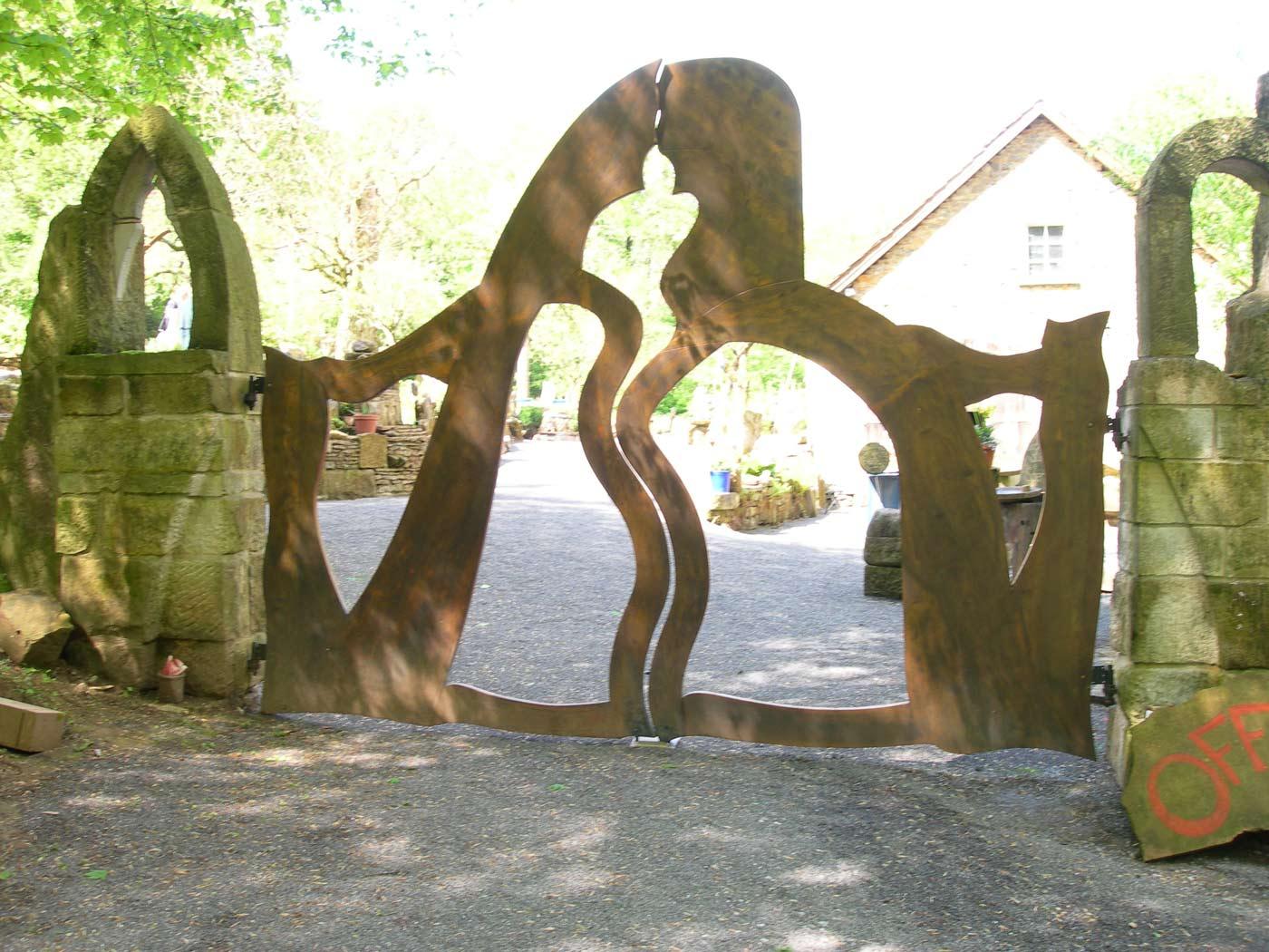Eingangstor des Gartens der geliebten Steine