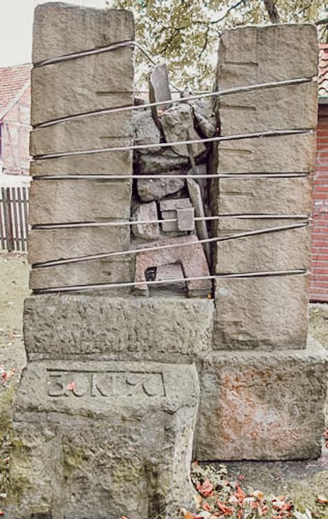 Skulpture-Stadtwall-Wiedervereinigung