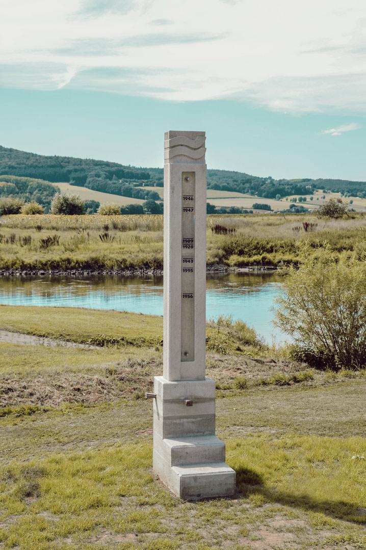Wasserstandssteele in Großenwieden von Bildhauer Peter Lechelt
